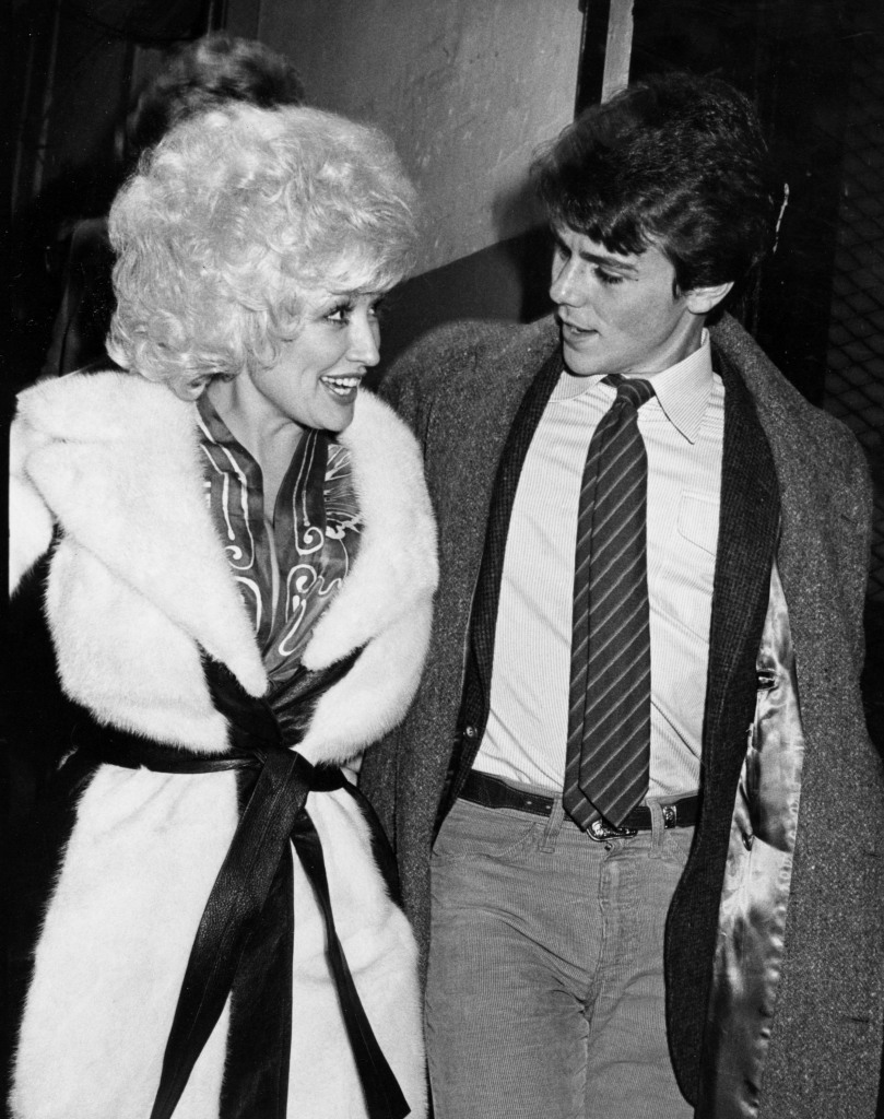 Dolly Parton with her brother David in 1980