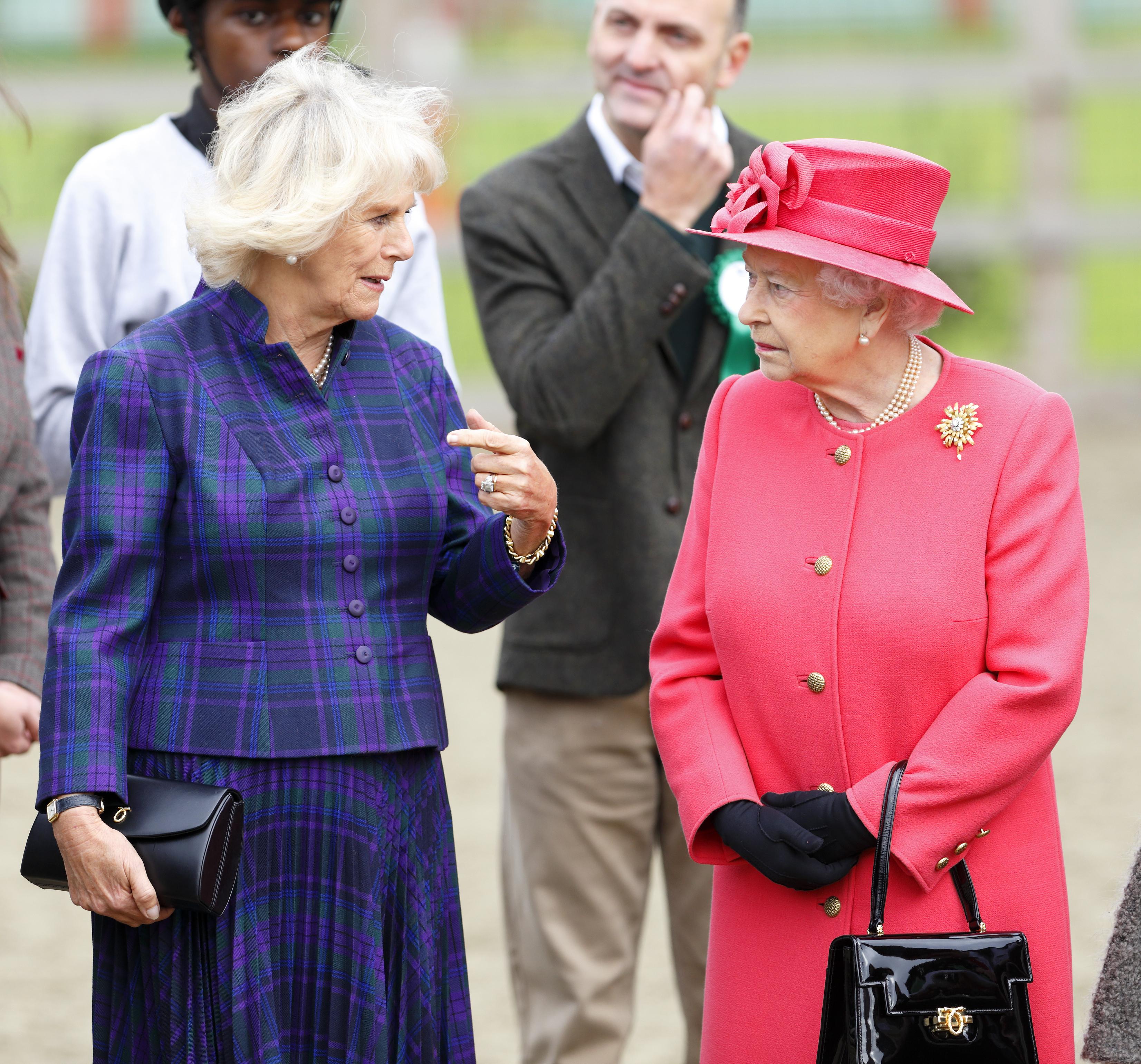 Queen-Elizabeth-Purse-2