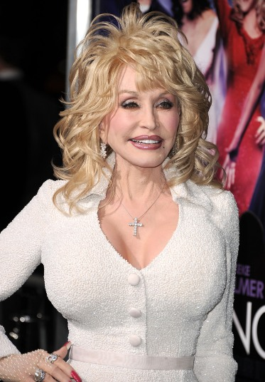 At Her Darkest Moment Dolly Parton Got A Life Saving Message From God
