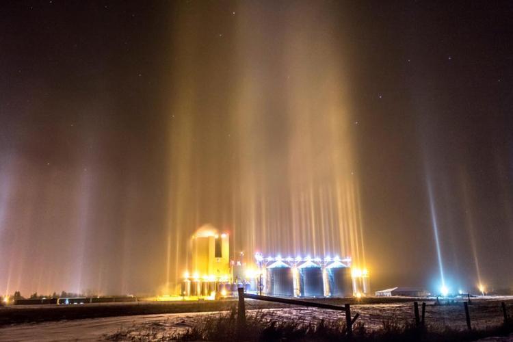 ice crystals light pillars