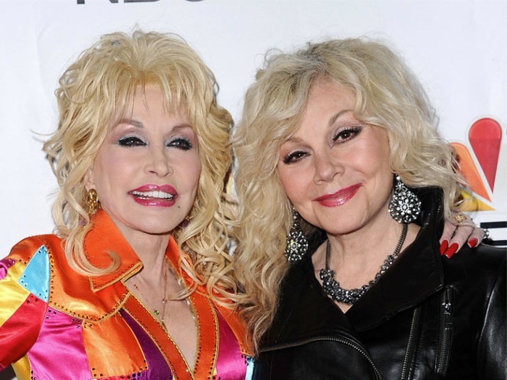 Stella Parton Is Sister Dolly S Lookalike In Recent Photos
