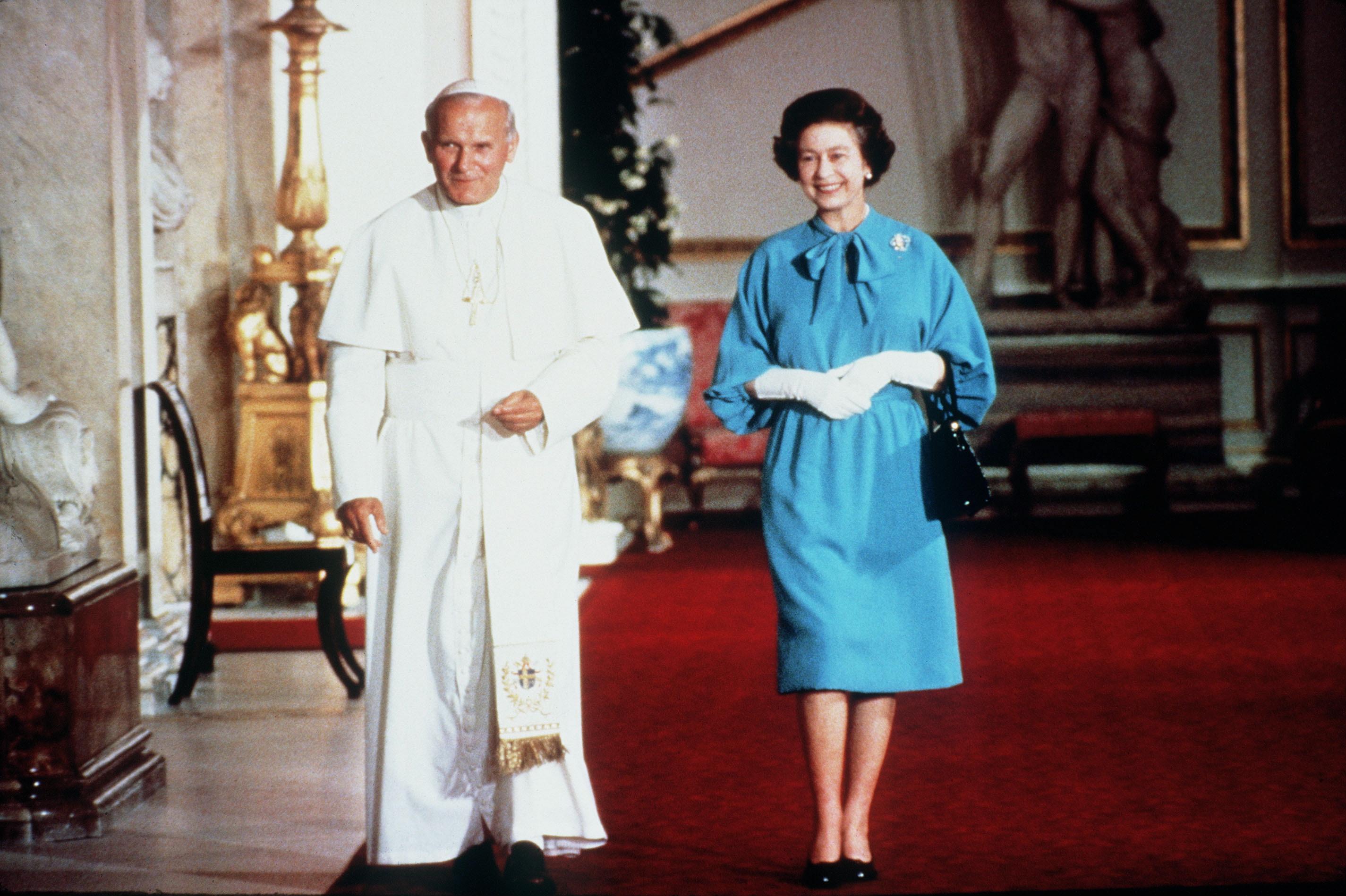 Queen Elizabeth Pope Getty Images