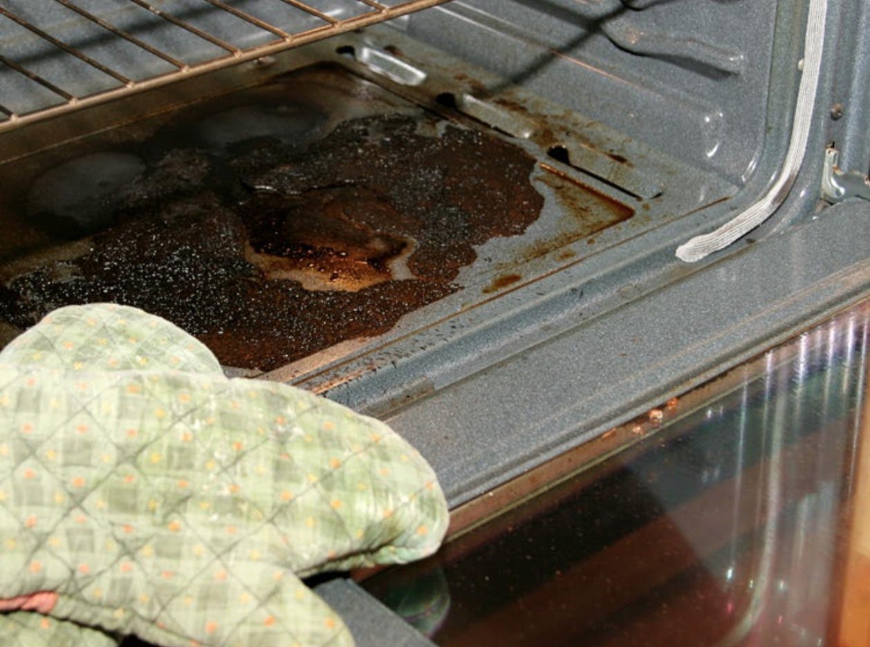 How to clean an oven fast