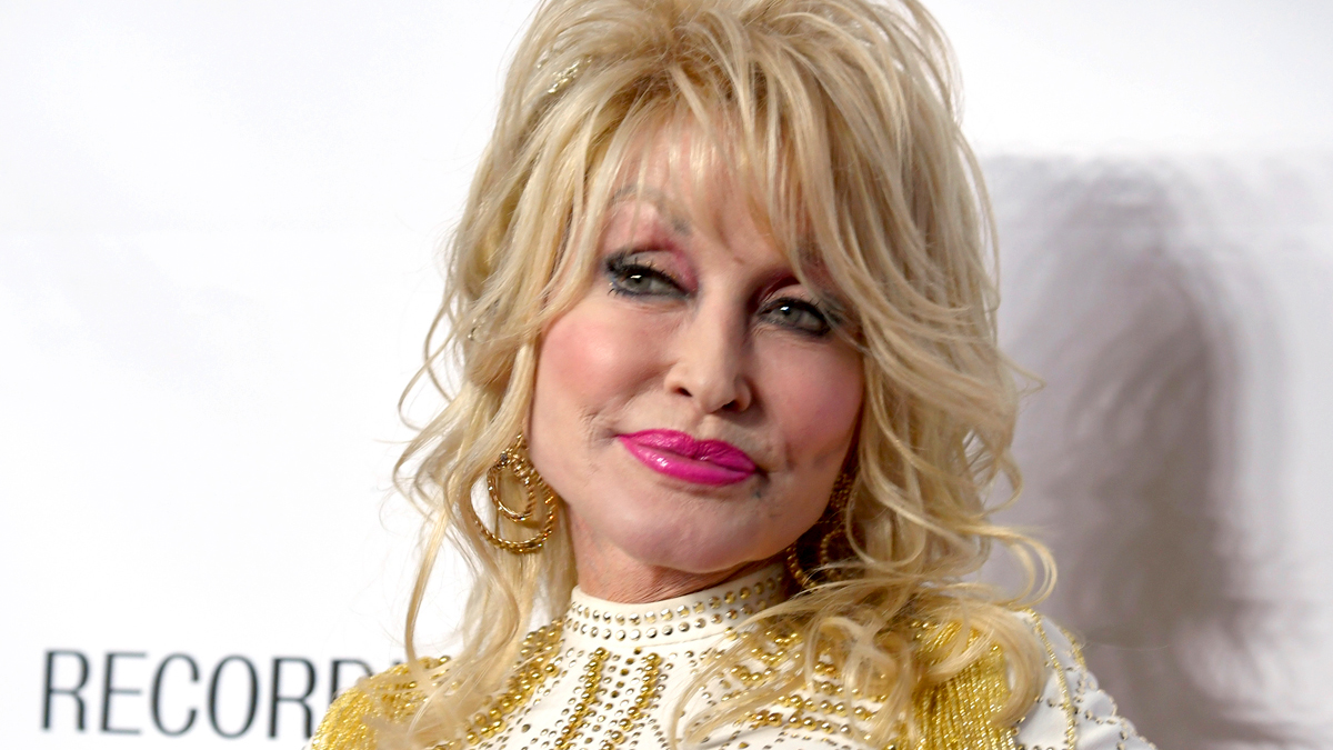 Dolly Parton Reveals What She Looks Like Without a Wig