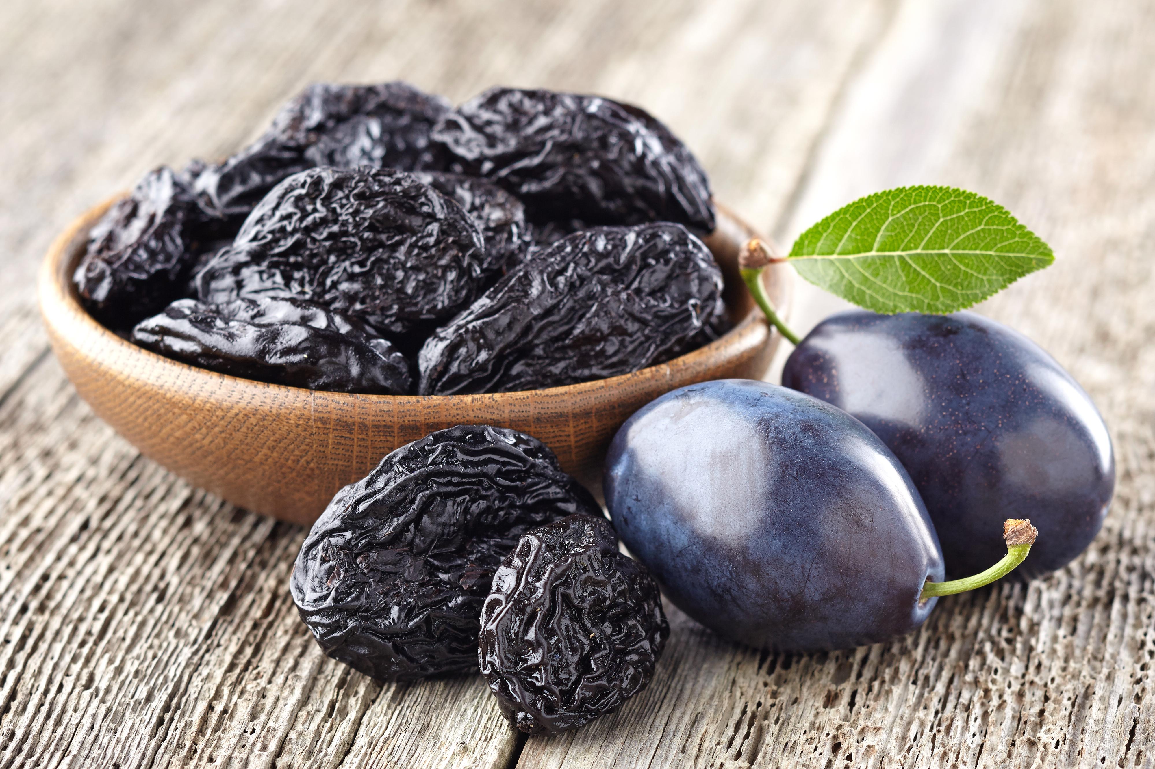 Prune-dry fruits