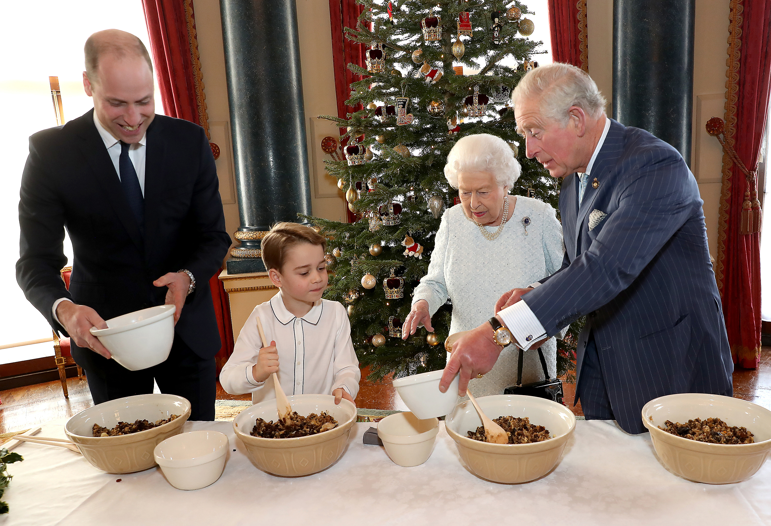 christmas pudding queen liz