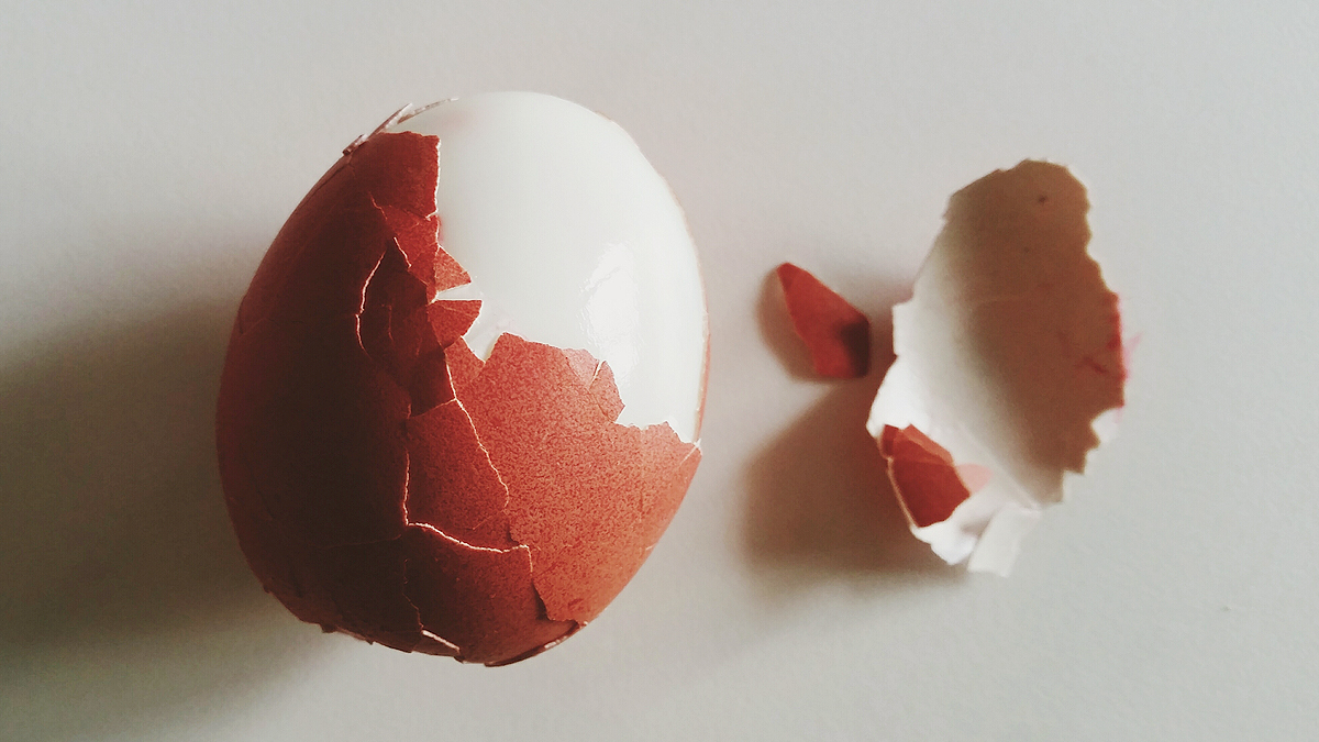 This Genius Trick Will Help You Peel Hard Boiled Eggs in Seconds