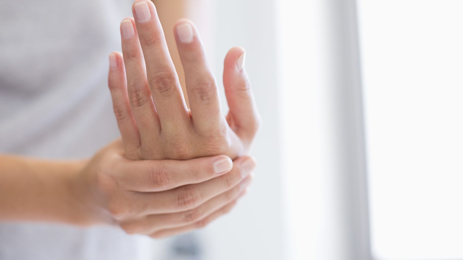 These 3 Tips Will Give You Fast Relief From Dry Cracked Hands