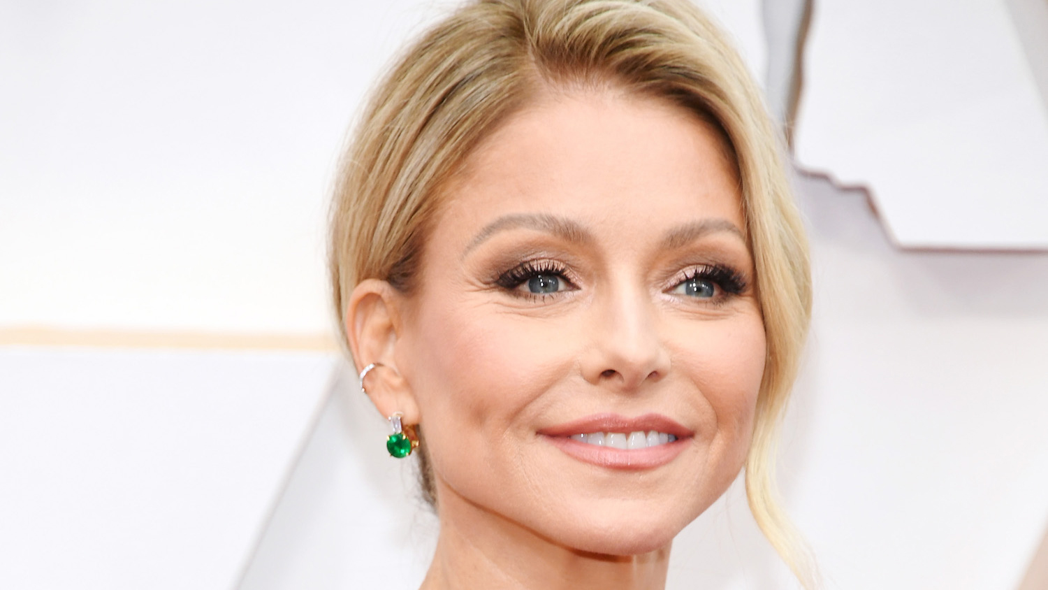 Kelly Ripa's Tinted Sunscreen Gives Her a Luminous Glow