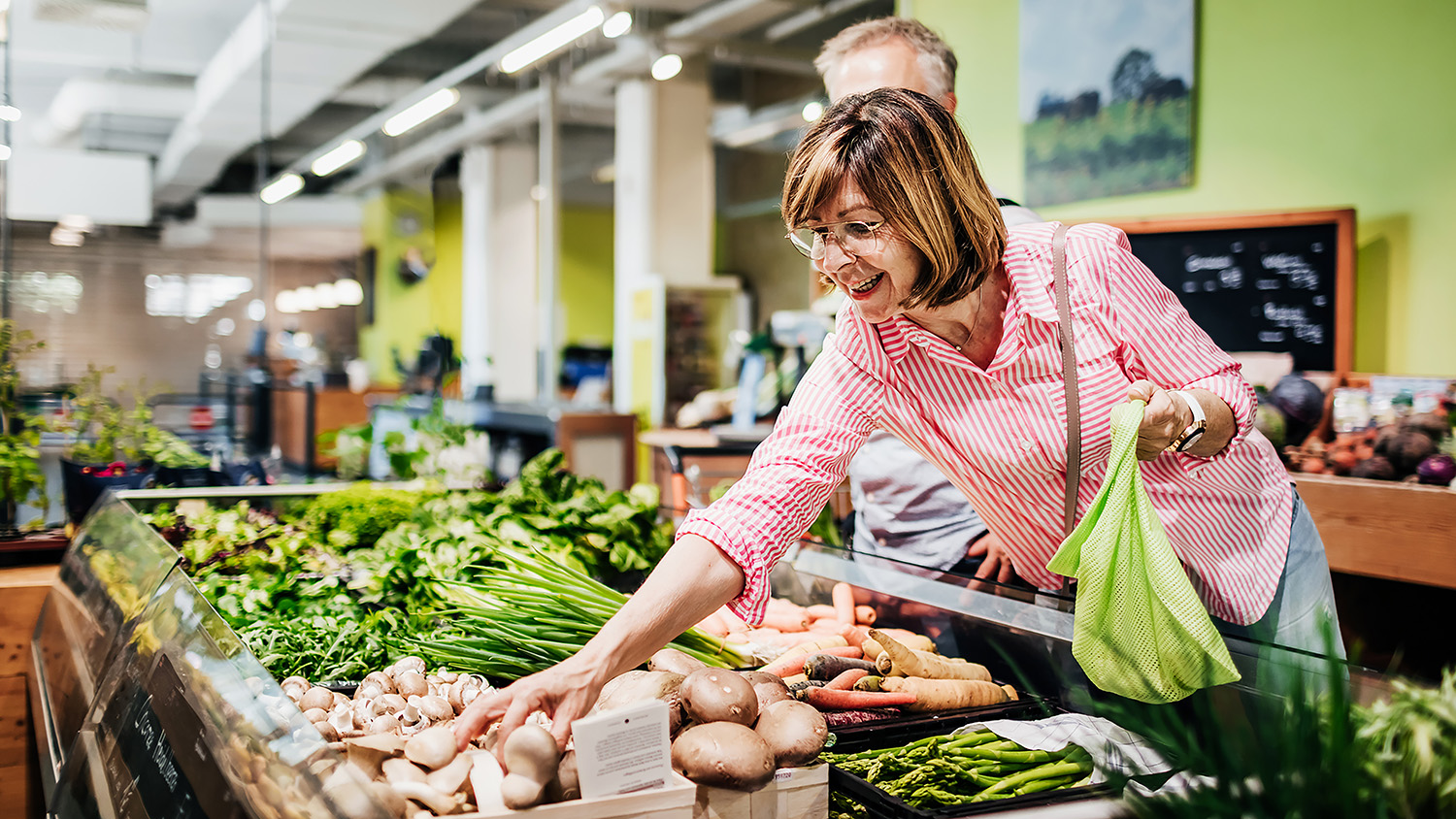 9 Ways to Save Money on Groceries - Woman's World