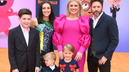 Kelly Clarkson with her family