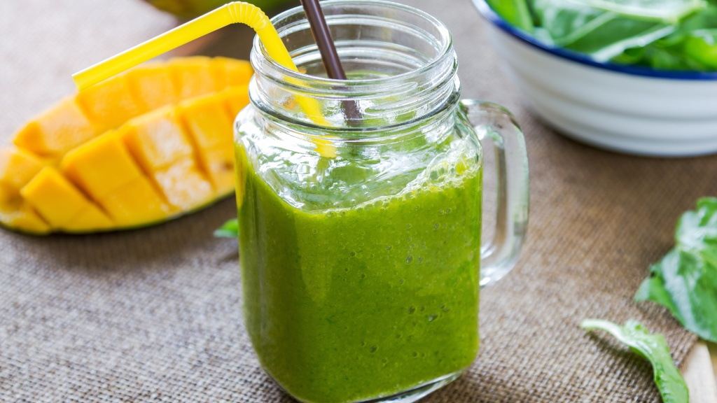 A Tropical Smoothie Fights Inflammation and Bloating - Woman's World