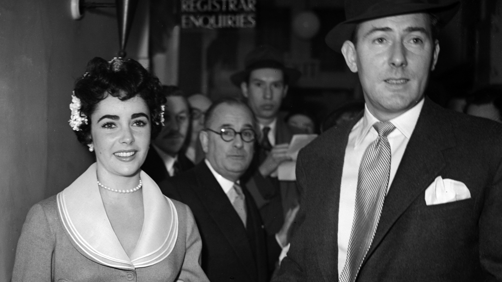 Elizabeth Taylor and Michael Wilding after their wedding