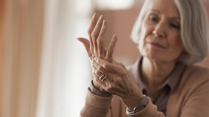 Woman with arthritis_joint pain
