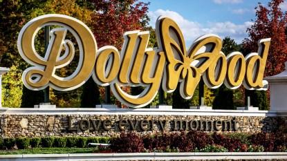 Dollywood entrance sign