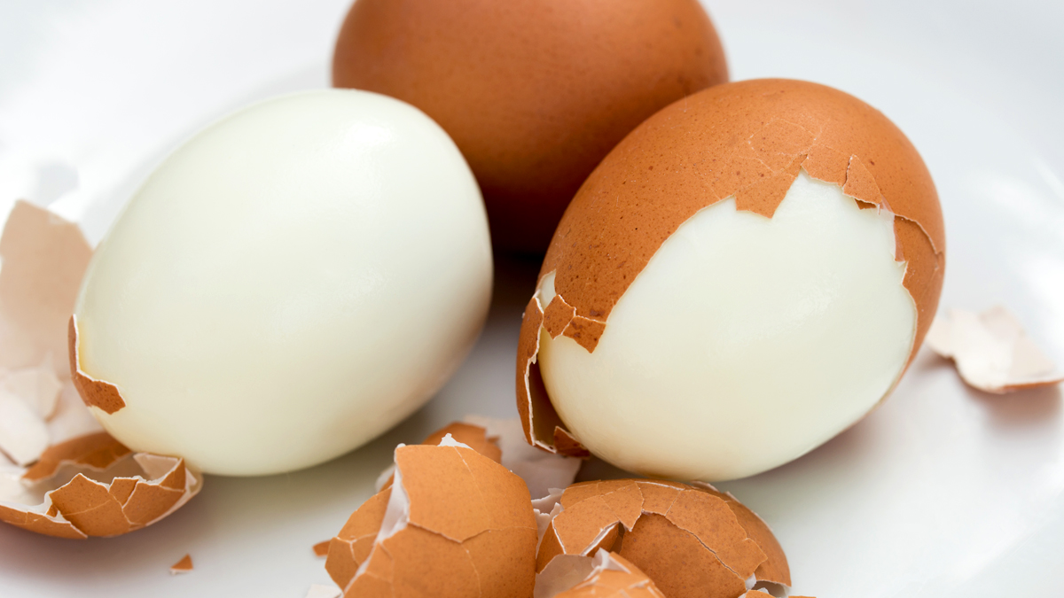 This Simple Trick Will Help You Peel Multiple Hard Boiled Eggs in Seconds