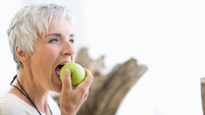woman eating an apple