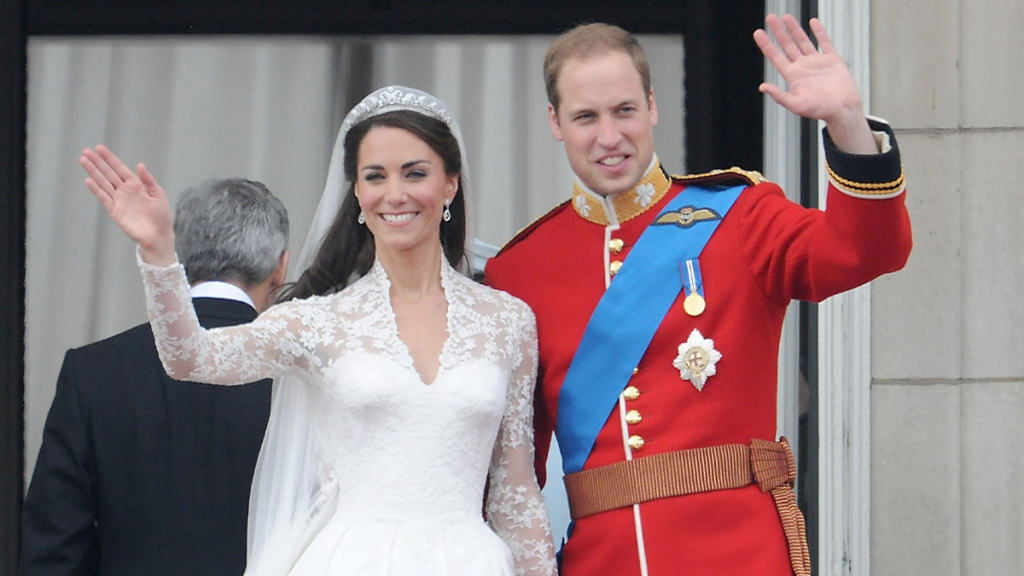 William and Kate waving to the crowd