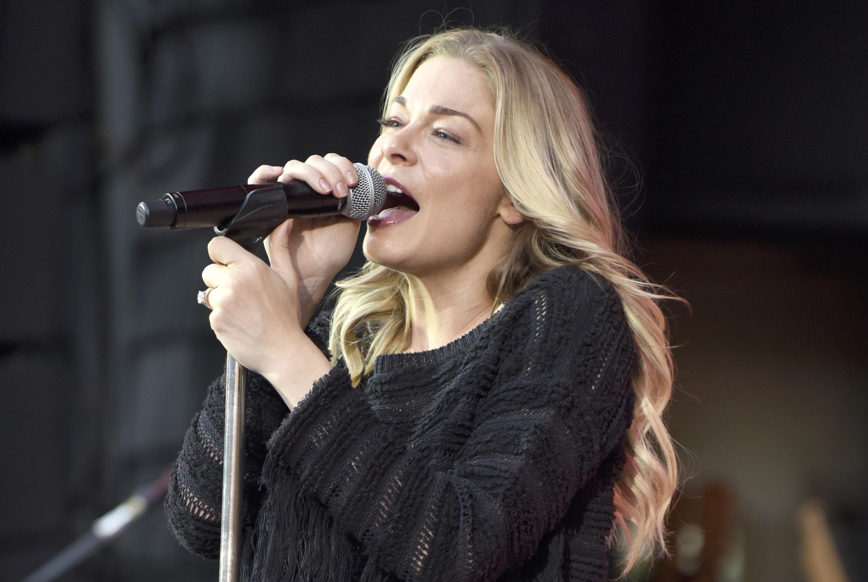 Leann-Rimes-Singing