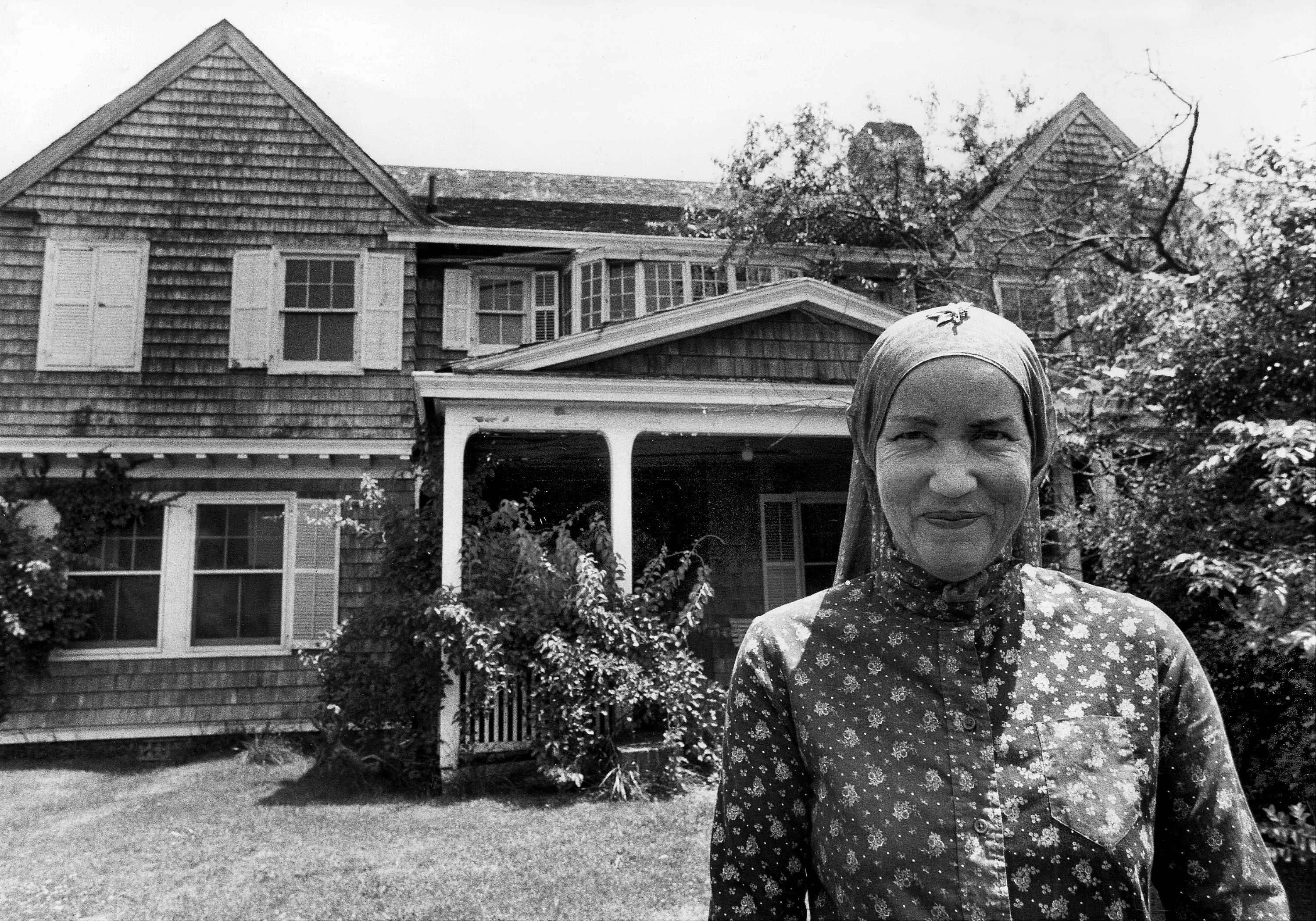 Famed Grey Gardens Estate Is Up For Sale,House Designs Pictures