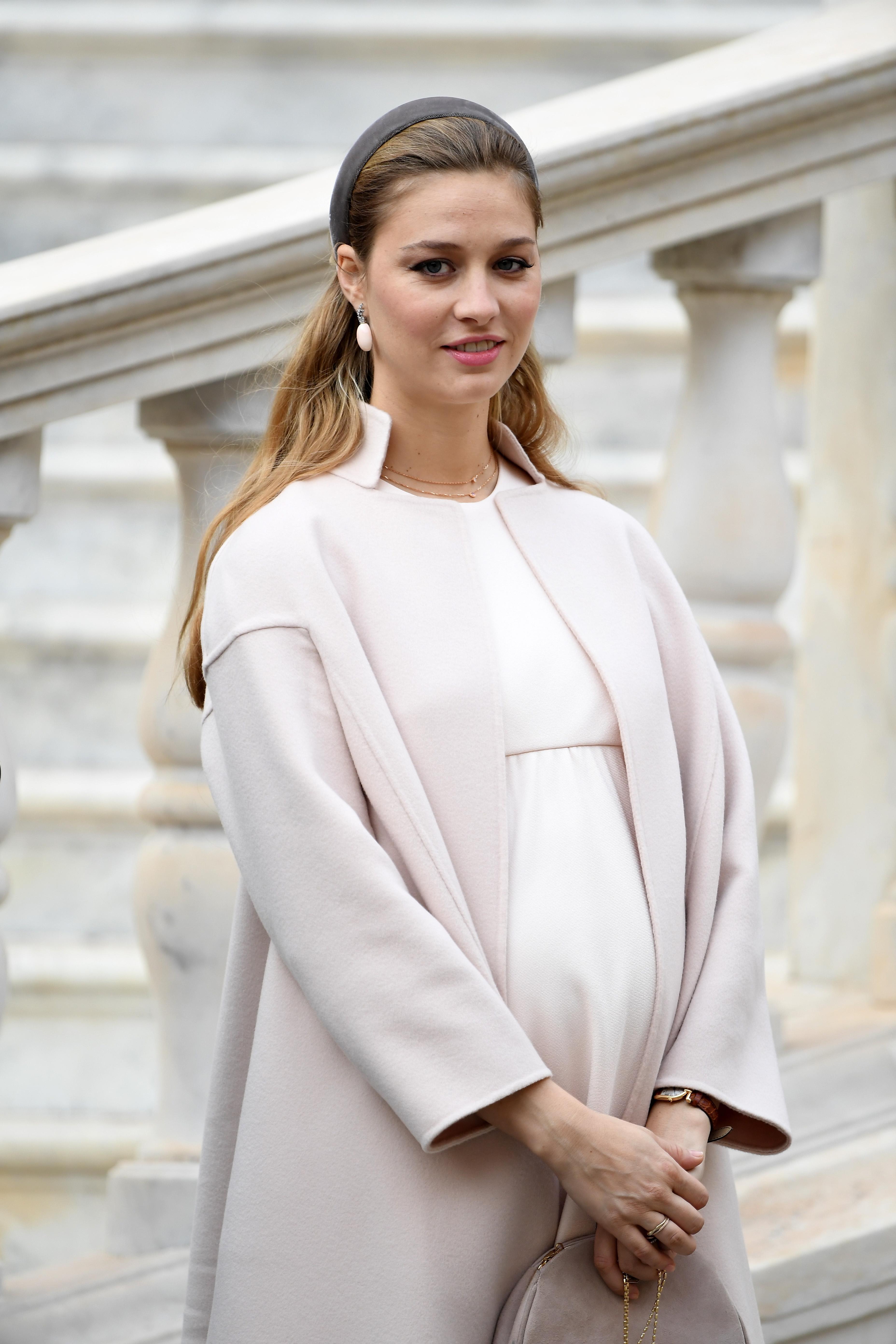 Batrice-Borromeo-Pregnant