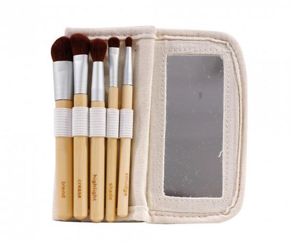 Meghan markle brushes