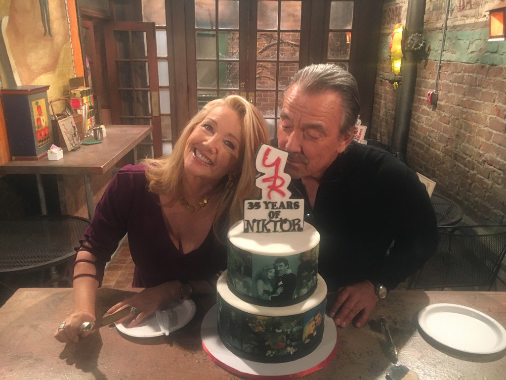 Y&R Nikki and Victor anniversary cake 1 - Twitter