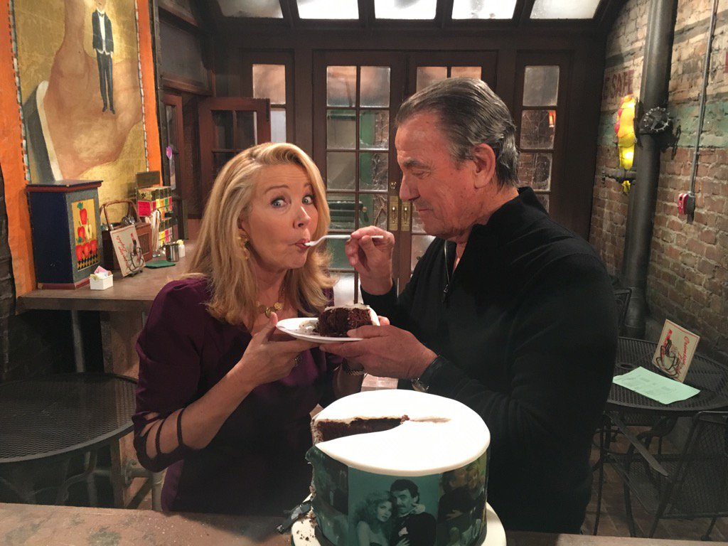 Y&R Nikki and Victor anniversary cake 2 - Twitter