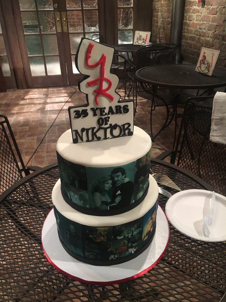 Y&R Nikki and Victor anniversary cake 3 - Twitter