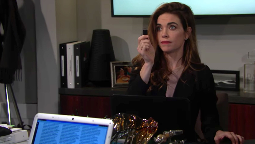 Y&R Victoria with USB Stick - CBS