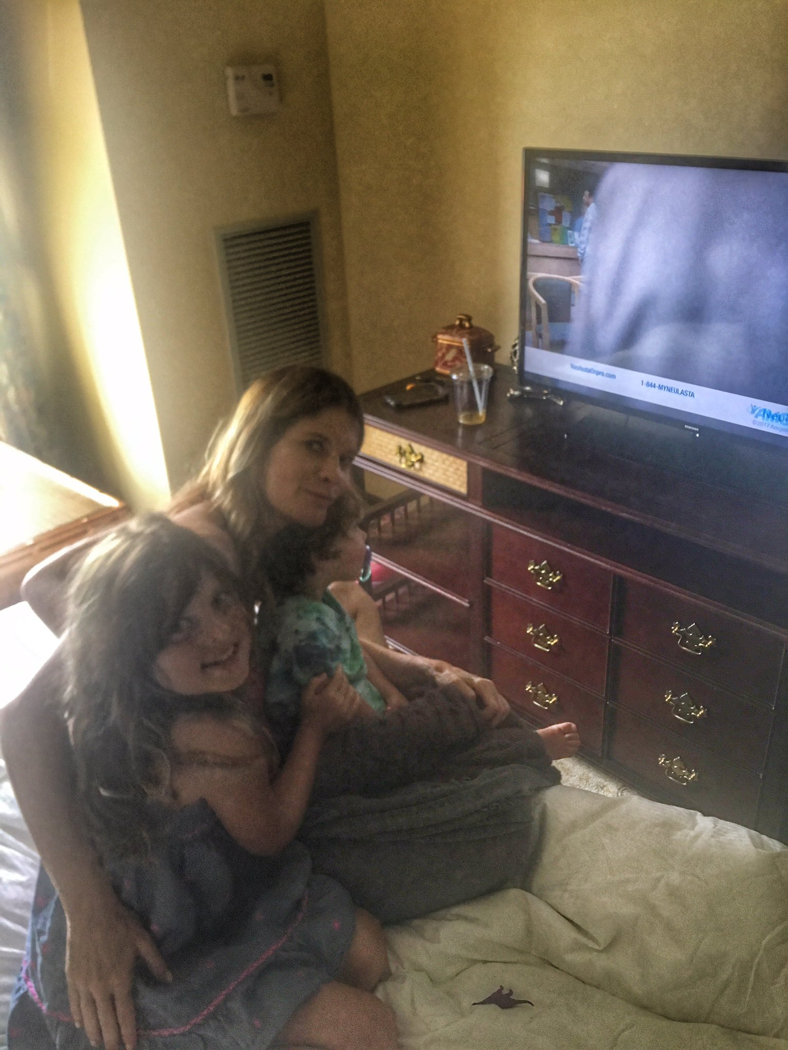 Michelle Stafford and Kids Watching GH - Twitter
