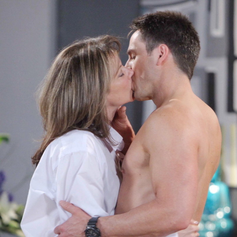 GH Julian and Alexis Kissing - JPI