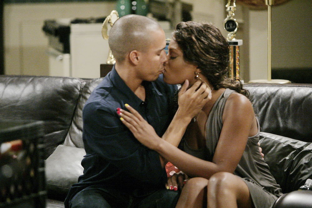 Y&R Devon and Tyra Kiss - JPI