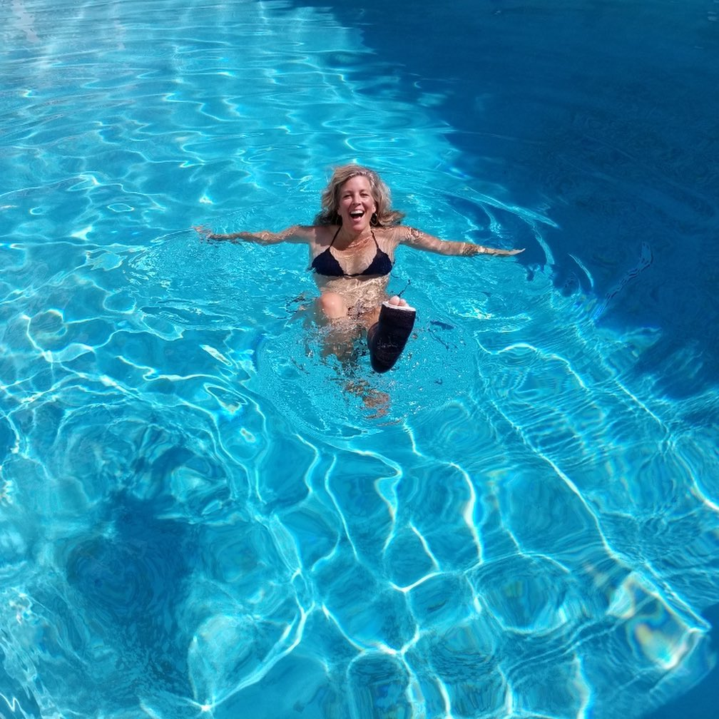 General Hospital Laura Wright swimming cast